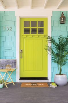 beach cottage style A small beach bungalow gets a fun and colorful exterior makeover. Check out the bright pops that give this home major beach cottage curb appeal. Cottage Style Decor, Beach Cottage Style, Beach House Decor, Coastal Style, Coastal Living, Cottages And Bungalows, Beach Cottages, Tiny Cottages, Images Esthétiques