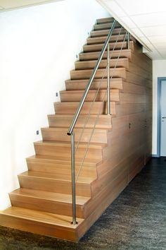 Trappen Smet is gespecialiseerd in trappen en deuren op maat ✓Zowel landelijke, moderne als design trappen ✓Bekijk onze realisaties ✓Budgetvriendelijk