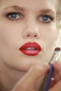 ombre lipstick... love it!  Find two contrasting colors that are in the same family, such as:    •Red & Pink  •Red & Orange  •Orange & Pink  •Purple & Pink  •Purple & Red  •Wine & Red  •Burgundy & Red