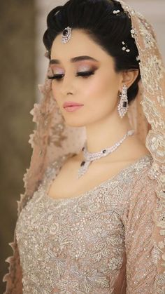 Bridal Makeup Salon in Germany for Indian and Pakistani Brides Loading. Bridal Makeup Salon in Germany for Indian and Pakistani Brides Bridal Dupatta, Bridal Mehndi Dresses, Pakistani Wedding Dresses, Bridal Outfits, Indian Bride Dresses, Beautiful Pakistani Dresses, Nikkah Dress, Pakistani Bridal Hairstyles, Pakistani Bridal Makeup