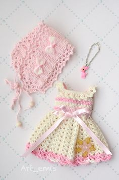 He encontrado este interesante anuncio de Etsy en https://www.etsy.com/es/listing/166950716/sale-crochet-set-for-blythe-doll-pink