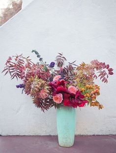 For larger flower centerpieces, wild and combination of more subdued shades paired with vibrant reds. The color of the vase is a beautiful contrast as well. Large Flowers, Fresh Flowers, Wild Flowers, Beautiful Flowers, Colorful Flowers, Lotus Flowers, Flowers Nature, Exotic Flowers, Purple Flowers