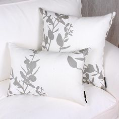 FOLIAGE cushion is made of French printed linen. Beautiful design of leafs in tones of silvery grey on a natural off white ground. Price is for one cushion. Floor Pillows, Bed Pillows, Cushions, Lumbar Pillow, Pillow Cases, Printed Linen, Decorative Throw Pillows, Prints, Quebec
