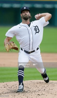News Photo : Daniel Norris of the Detroit Tigers pitches... Mlb Pitchers, Cincinnati Reds, Detroit Tigers, Sport Man, Baseball Field, 2 In, Michigan, News, Sports