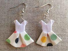 Boucles d'oreille robes masking tape à pois en origami : Boucles d'oreille par p-tite-pomme