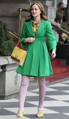 The dreadful combo of stockings (white, at that) with open toed shoes looks almost okay here, proof that Blair/GG stylists can make practically anything look good lol!