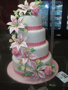 Incredible Wedding Cakes with lilies Floral Wedding Cakes, Fall Wedding Cakes, Wedding Cakes With Cupcakes, Elegant Wedding Cakes, Wedding Cake Designs, Elegant Cakes, Floral Cake, Wedding Ideas, Gorgeous Cakes