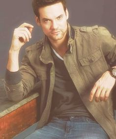 Shane West: 'Men's Health' Fashion Model! Shane West suits up in John Varvatos for a fashion spread in Men's Health's March issue. Here's what the Nikita star, who modeled dressed up and… Gorgeous Men, Beautiful People, Hello Gorgeous, Shane West, Walk To Remember, We Are The World, Raining Men, Famous Faces, Famous Men