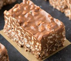 No Bake Chocolate Peanut Butter Crunch Bars. Easy, fuss-free and delicious, this healthy candy bar copycat combines cereal, chocolate and peanut butter in one! Sugar Free Recipes, Candy Recipes, Cookie Recipes, Dessert Recipes, Snacks Recipes, Healthy Cake Recipes, Recipes Dinner, Breakfast Recipes, Vegan Recipes