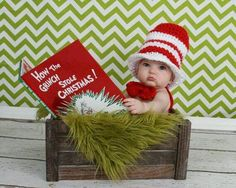 Christmas Pictures for Babies - Best Ideas for DIY Baby's First Christmas Photos. Looking for ideas of Christmas pictures for babies? Create your most adorable memories while your baby's first Christmas photoshoot ever! Xmas Photos, Holiday Pictures, Cute Photos, Photo Bb, Grinch Christmas, Baby Christmas Pictures, Infant Christmas Photos, Christmas Photoshoot Ideas, Christmas Ideas