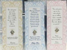Santinho em papel glossy 200 gramas personalizado, medindo aproximadamente 4,5 cm x 13,50 cm , com detalhe de anjo de metal.