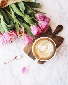 Discovered by Shorena Ratiani. Find images and videos about flowers, coffee and stylish on We Heart It - the app to get lost in what you love. Sweet Coffee, I Love Coffee, Coffee Pics, Flat Lay Photography, Coffee Photography, Good Morning Coffee, Coffee Break, Happy Morning, Coffee And Books