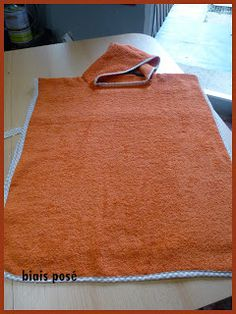Couture Bb, Bandana, Diy And Crafts, Apron, Sewing, Creative, Caramel, Sewing Ideas, Hair Streaks
