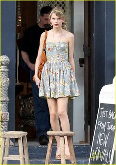 Taylor Swift is just too pretty! I need this outfit