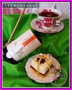 Hay mezclas que acarician, combinaciones que funcionan a la perfección. Como el Té Jazmín lateterazul y la tarta de limón y chocolate de Gisela. En el norte de China es de buena educación servir té de jazmín como gesto de bienvenida a los invitados. Pues imaginaros cómo triunfaréis si unís las dos creaciones. Un maridaje perfecto: calidad en infusión y el sabor del mimo y la artesanía en forma de pastel. Acercaos a disfrutarlo en Gisela Bakery&Cakery. ¡Os invitamos!