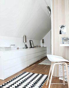 Un dormitorio EN BLANCO Y NEGRO con tocador!