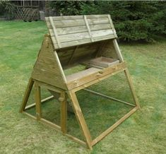 How to Build a Simple Chicken Coop - Choosing a Design For Your Chicken's Coop - Life ideas projects ideas chicken coops How to Build a Simple Chicken Coop – Choosing a Design For Your Chicken's Coop Chicken Coop Designs, Small Chicken Coops, Easy Chicken Coop, Chicken Runs, Chicken Coop Building Plans, Backyard Chicken Coop Plans, Chickens Backyard, Chicken Tractors, Hens And Chicks