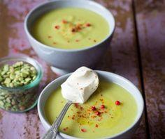 La recette de la soupe de pois cassés aux fanes de légumes