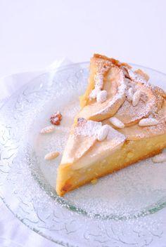 Torta di Mele LEGGI LA RICETTA ► http://www.dolciricette.org/2012/09/torta-di-mele-ricetta-classica.html