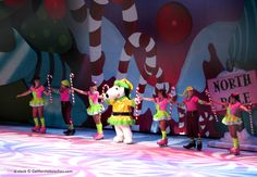 Knott's Berry Farm Snoopy's Christmas Ice Skating Show
