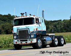 ! Show Trucks, Big Rig Trucks, Old Trucks, Fire Trucks, Mack Trucks, Navistar International, International Harvester Truck, International Tractors, Custom Big Rigs
