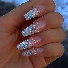 Glitter nail art designs have become a constant favorite. Almost every girl loves glitter on their nails. Glitter nail designs can give that extra edge to your nails and brighten up the move and se… Coffin Nails Long, Long Nails, Short Nails, Long Nail Art, Gorgeous Nails, Pretty Nails, Amazing Nails, Perfect Nails, Cute Acrylic Nails