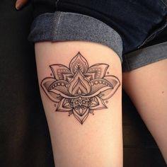 Tatuagem de Flor de Lotus | Pontilhismo na Perna