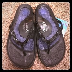 ✨NWT✨Health Sandals NEW!! Size 10. Black/Blue. Super comfy!! ARCH SUPPORT FOOT FITS INSIDE THE SANDAL NOT ON TOP TOE BAR FOR FLEXIBILITY AND STRETCHING MADE OF LOW IMPACT EVA LIGHT WEIGHT Cheeks Shoes Sandals