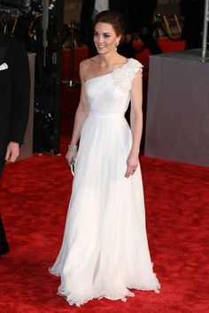 All the Ways the Cats Cast and Crew Have Quietly Distanced Themselves From Cats Estilo Kate Middleton, Kate Middleton Style, Middleton Wedding, Jenny Packham, Meghan Markle, Gala Dresses, Wedding Dresses, Stella Mccartney, Alexander Mcqueen