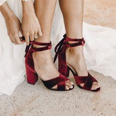 Emmaline Bride - Handmade Wedding Blog What kind of bridal party shoes do bridesmaids wear outdoors? What about indoors? Beach? Barn? Ballroom? ALL of these bridesmaid shoes shown below, tbh… we've got you covered. Subscribe for… Handmade Wedding Blog