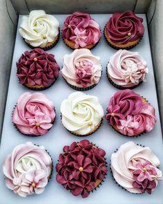 62 New Ideas For Cupcakes Photography Flatlay Fancy Cupcakes, Wedding Cakes With Cupcakes, Flower Cupcakes, Baking Cupcakes, Cupcake Recipes, Cupcake Cakes, Dessert Recipes, Strawberry Cupcakes, Lemon Cupcakes