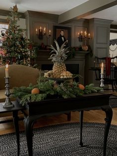 Southern Christmas, Prim Christmas, Christmas Design, Christmas Wreaths, Simple Christmas, Christmas Table Settings, Christmas Table Decorations, Holiday Decor, Williamsburg Christmas