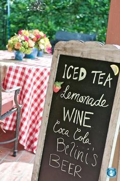 Love the different lettering on the blackboard- and it's curly frame! 4th Of July Celebration, Fourth Of July, Kylie Baby Shower, Iced Tea Lemonade, Farm Birthday, Birthday Ideas, Picnic Theme, Barn Parties, Drink Signs