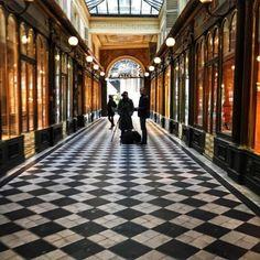 Walking the #passage #galerieVéroDodat #photograpy in #Paris #IgersParis #Parismaville #Parisjetaime #villedeParis #parisfind #thestreetsofparis (at Galerie Véro-Dodat)