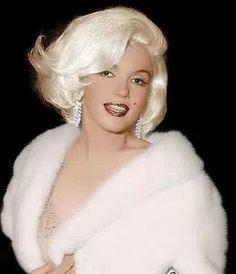 Marilyn Monroe en route to sing Happy Birthday to JFK,  1962.