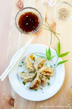 Bella Bonito: Japanese Gyoza: Ultimate Left-Over Deliciousness for Everyone Japanese Gyoza, Japanese Dishes, Japanese Food, Asian Cooking, Healthy Cooking, Cooking Recipes, Indian Food Recipes, Asian Recipes, Ethnic Recipes