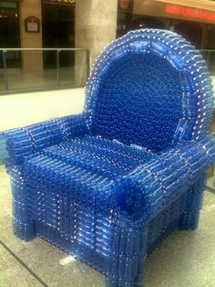 Armchair from plastic bottles - Budapest, shopping center - for the thirsty people - photo by LaFoRg Water Bottle Crafts, Reuse Plastic Bottles, Plastic Bottle Crafts, Plastic Recycling, Recycled Furniture, Recycled Crafts, Futuristic Party, Plastic Bottle Greenhouse, Cardboard Crafts