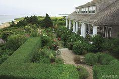 Nantucket beauty … via Veranda Beach Gardens, Outdoor Gardens, Beautiful Gardens, Beautiful Homes, Beautiful Flowers, Fresco, Nantucket Style, Nantucket Island, Nantucket Cottage
