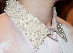 cuello bordado con perlas