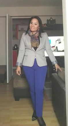 Saco plomo LUAO, pantalon azulino y pashmina de la calle capon - Peru.