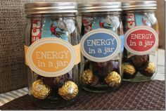Energy in a Jar Kit, perfect for someone in a road race, moving and for upcoming holidays! Fill with healthy energy bars, teas, dark chocolate. #gift #masonjar