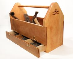 Wood Tool Box And How To Make It : Build A Wooden Tool Box. Build a wooden tool box. antique wood tool box,old wood tool box,wood tool box designs,wood tool box ideas,wood tool box top Tool Box Diy, Wood Tool Box, Wooden Tool Boxes, Wood Tools, Essential Woodworking Tools, Best Woodworking Tools, Woodworking Workshop, Woodworking Projects, Woodworking Joints
