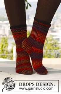 """Knitted DROPS socks with pattern in """"Fabel"""". ~ DROPS Design"""