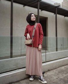 Cool 47 Combination Tricks Hijab Vintage For Women Street Hijab Fashion, Muslim Fashion, Modest Fashion, Skirt Fashion, Fashion Outfits, Trendy Fashion, Street Outfit, Fashion Brands, Fashion Ideas