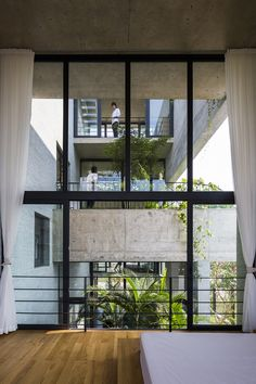 Completed in 2016 in Ho Chi Minh City, Vietnam. Images by Hiroyuki Oki, Quang Dam. Under the rapid urbanization, cities in Vietnam have diverged far from their origins as low density tropical green space. Patio Interior, Apartment Interior Design, Interior Decorating, Container Home Designs, Contemporary Architecture, Architecture Design, Organic Architecture, Ho Chi Minh, World Architecture Festival