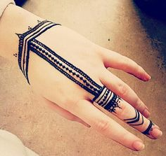 These are some of the simple Henna tattoo designs you must try. Before getting anything related to Henna done any where your body make sure you are not Henna Hand Designs, Beautiful Henna Designs, Mehndi Designs For Hands, Simple Mehndi Designs, Henna Tattoo Designs, Mehndi Tattoo, Simple Henna Tattoo, Henna Ink, Henna Body Art