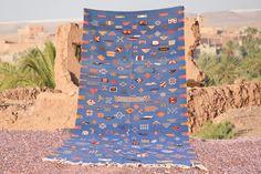 tapis berbere berbère marocain laine bleu22222 par timitar sur Etsy Moroccan Berber Rug, Weaving, Collections, Rugs, Decoration, Etsy, Ideas, Art, Gray Carpet