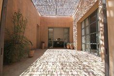 villas and courtyard houses of morocco - Google Search Courtyard House, Courtyards, Villas, Morocco, Garage Doors, Houses, Exterior, Google Search, Outdoor Decor