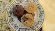 A secret ingredient keeps these decadent snacks weight watchers friendly. You won't believe how delicious and easy these miracle muffins are! Weight Watchers Muffins, Weight Watchers Pumpkin, Weight Watchers Breakfast, Weight Watchers Desserts, Ww Desserts, Banana Recipes, Ww Recipes, Muffin Recipes, British Baking
