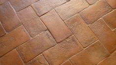 Pavimento in cotto Fornace Bernasconi / Terracotta Handmade Flooring Terracotta, Hardwood Floors, Flooring, My House, Farm House, Tuscany, Tile Floor, Entrance, New Homes